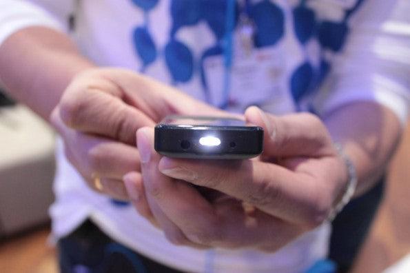 http://t3n.de/news/wp-content/uploads/2013/02/Nokia-105-IMG_6143-595x396.jpg