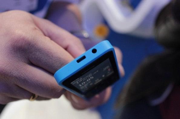 http://t3n.de/news/wp-content/uploads/2013/02/Nokia-301-IMG_6150-595x396.jpg