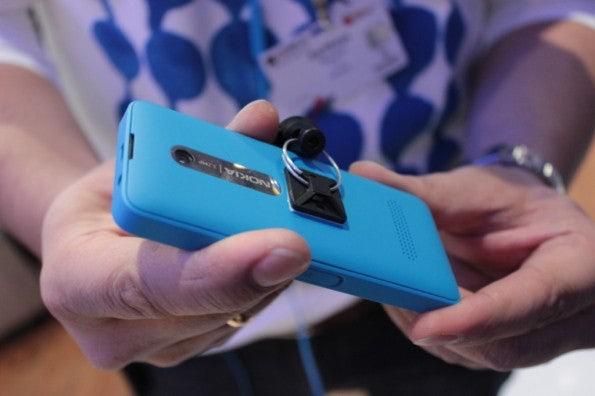 http://t3n.de/news/wp-content/uploads/2013/02/Nokia-301-IMG_6151-595x396.jpg
