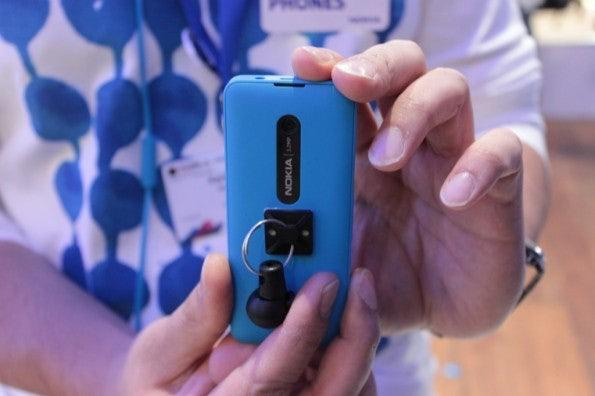 http://t3n.de/news/wp-content/uploads/2013/02/Nokia-301-IMG_6152-595x396.jpg