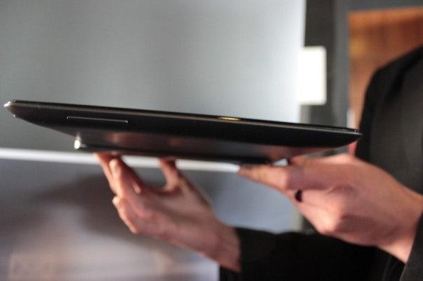 http://t3n.de/news/wp-content/uploads/2013/02/asus-padfone-infinity-nokia-lumia-520-IMG_6255-595x396.jpg