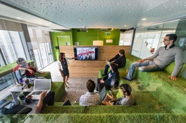 http://t3n.de/news/wp-content/uploads/2013/02/google-office-snapshots-1-700x467-595x396.jpeg