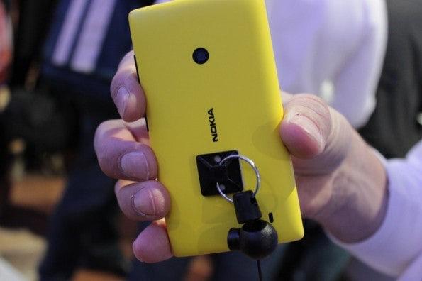 http://t3n.de/news/wp-content/uploads/2013/02/nokia-lumia-520-IMG_6122-595x396.jpg