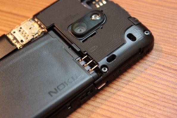 http://t3n.de/news/wp-content/uploads/2013/02/nokia-lumia-620-5635-595x396.jpg