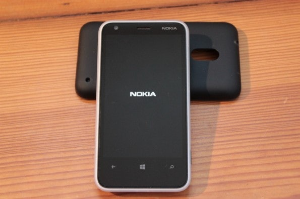http://t3n.de/news/wp-content/uploads/2013/02/nokia-lumia-620-5644-595x396.jpg