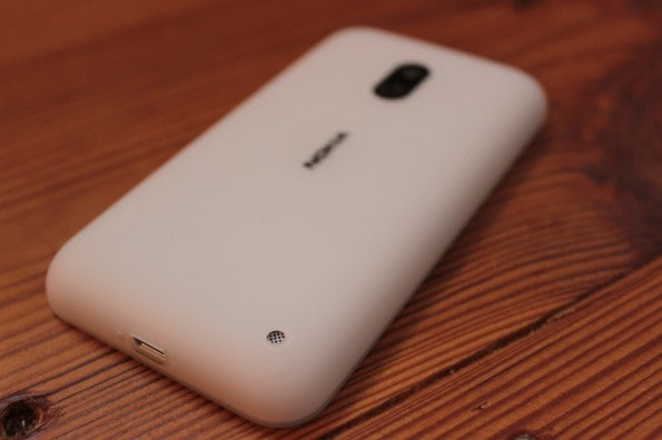http://t3n.de/news/wp-content/uploads/2013/02/nokia-lumia-620-5668-595x396.jpg