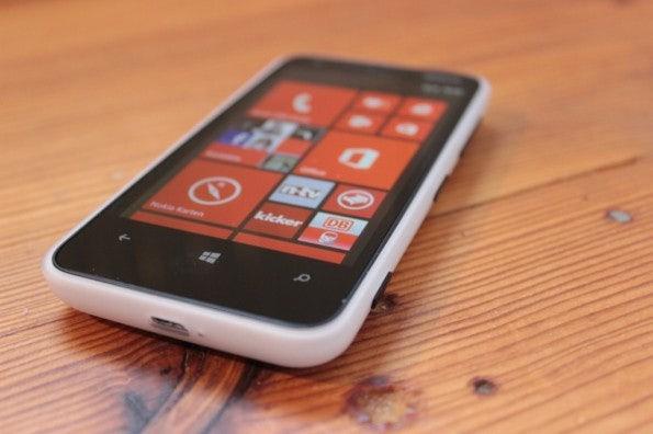 http://t3n.de/news/wp-content/uploads/2013/02/nokia-lumia-620-5672-595x396.jpg