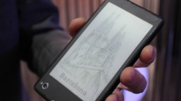 YotaPhone: Android-Smartphone mit extra E-Ink-Display im Hands-On [MWC 2013]
