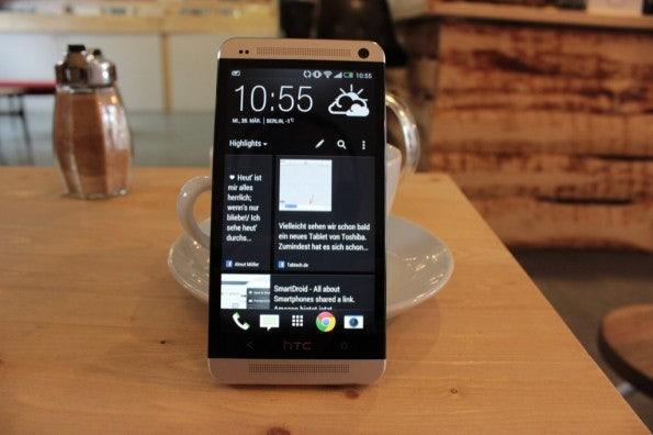 http://t3n.de/news/wp-content/uploads/2013/03/HTC-one-test-IMG_6522-595x396.jpg