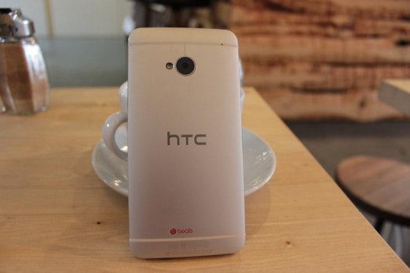 http://t3n.de/news/wp-content/uploads/2013/03/HTC-one-test-IMG_6524-595x396.jpg