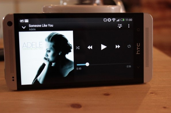 http://t3n.de/news/wp-content/uploads/2013/03/HTC-one-test-IMG_6533-595x396.jpg
