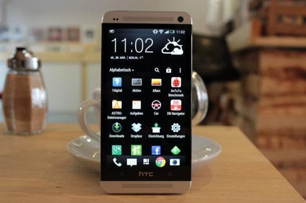 http://t3n.de/news/wp-content/uploads/2013/03/HTC-one-test-IMG_6540-595x396.jpg