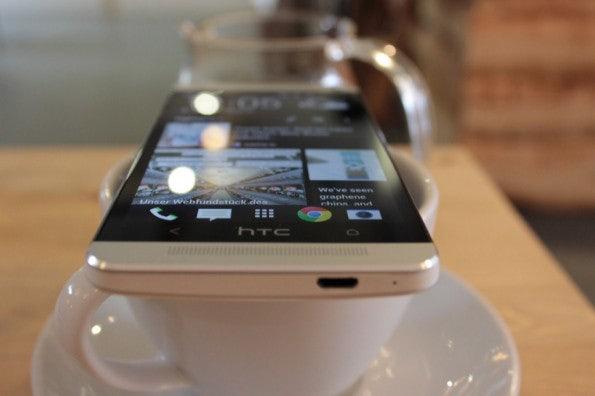 http://t3n.de/news/wp-content/uploads/2013/03/HTC-one-test-IMG_6551-595x396.jpg