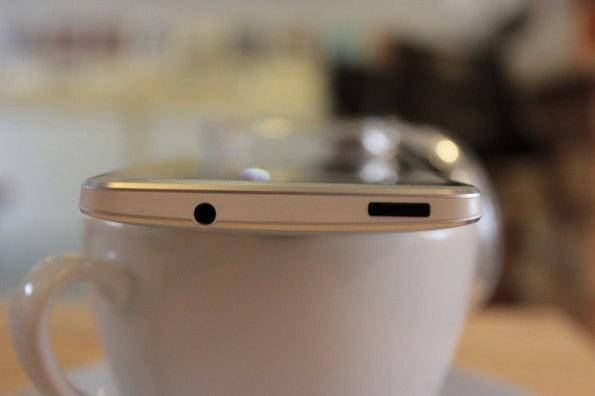 http://t3n.de/news/wp-content/uploads/2013/03/HTC-one-test-IMG_6555-595x396.jpg