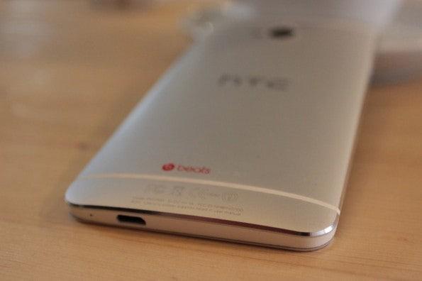 http://t3n.de/news/wp-content/uploads/2013/03/HTC-one-test-IMG_6565-595x396.jpg