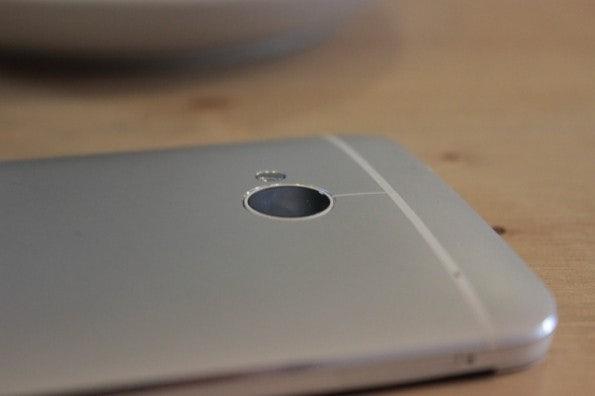 http://t3n.de/news/wp-content/uploads/2013/03/HTC-one-test-IMG_6567-595x396.jpg