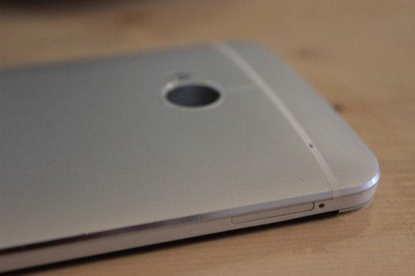 http://t3n.de/news/wp-content/uploads/2013/03/HTC-one-test-IMG_6568-595x396.jpg