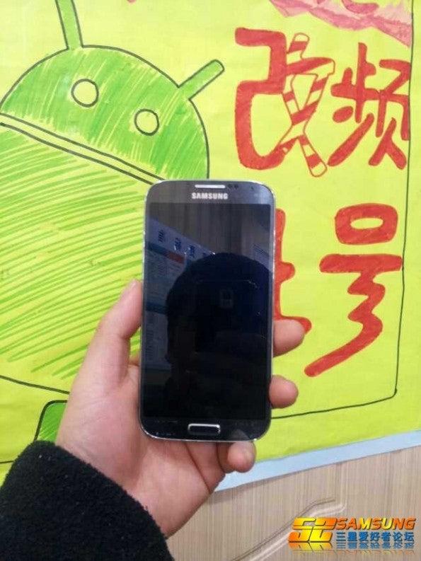 http://t3n.de/news/wp-content/uploads/2013/03/Samsung-Galaxy-S4-Leak-3-595x793.jpg