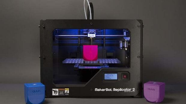 Der Replicator 2 ist das Flaggschiff von MakerBot. Mit seinem Einstiegspreis von rund 1600 Euro bereitete der Drucker den Weg für Consumer-3D-Druck.