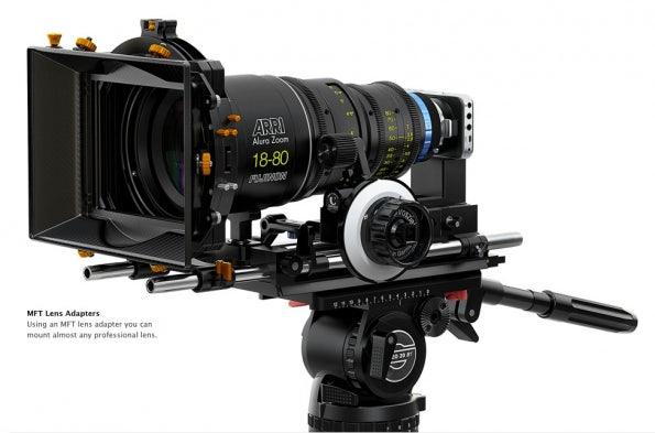 Am Micro-Four-Thirds-Anschluss der Blackmagic Pocket Cinema Camera lassen sich via Adapter auch professionelle Objektive anschließen.