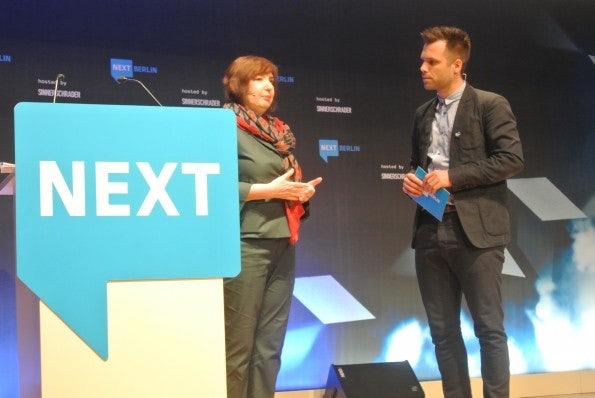 Speakerin Marina Corbis und Moderator Ole Tillmann. (Bild: Andreas Weck)