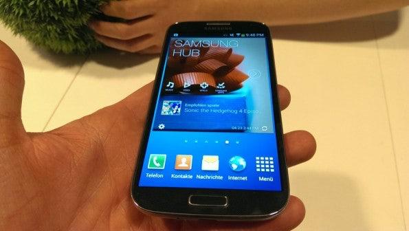 http://t3n.de/news/wp-content/uploads/2013/04/samsung-galaxy-s4-hands-on-0040-595x336.jpg