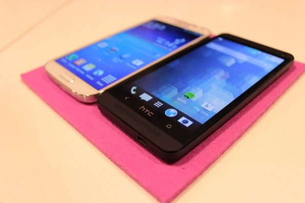 http://t3n.de/news/wp-content/uploads/2013/04/samsung-galaxy-s4-vs-htc-one-6788-595x396.jpg
