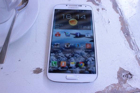 http://t3n.de/news/wp-content/uploads/2013/05/Samsung-Galaxy-s4-Test_6851-595x396.jpg