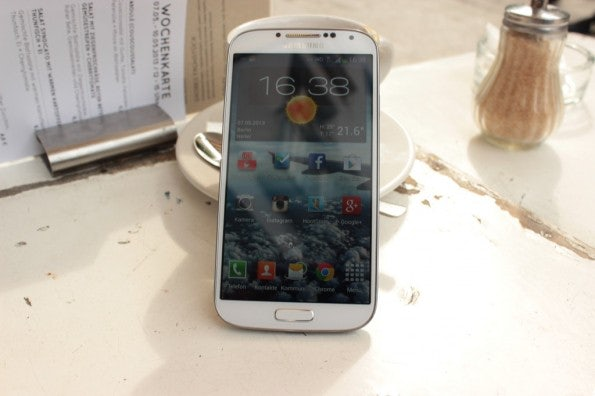 http://t3n.de/news/wp-content/uploads/2013/05/Samsung-Galaxy-s4-Test_6919-595x396.jpg