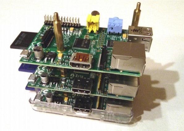 http://t3n.de/news/wp-content/uploads/2013/05/raspberry-pi-cluster-05-595x423.jpg