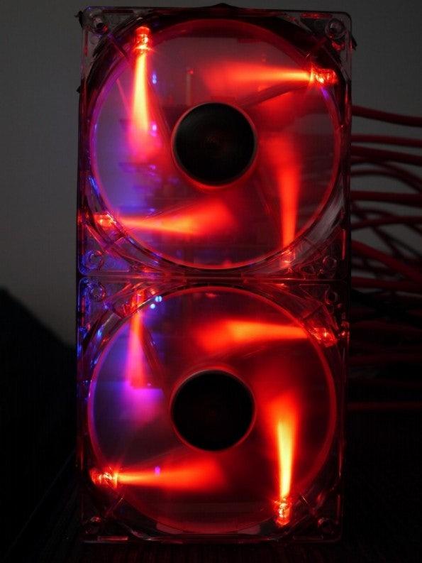 http://t3n.de/news/wp-content/uploads/2013/05/raspberry-pi-cluster-06-595x793.jpg
