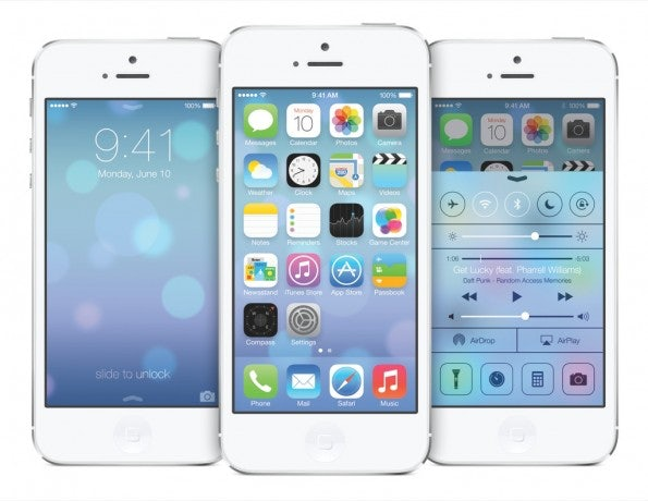 Einige System-Apps verbrauchen nur Platz auf dem Homescreen. Mit einem Bug in iOS 7.1 könnt ihr sie entfernen. (Bild: Apple)