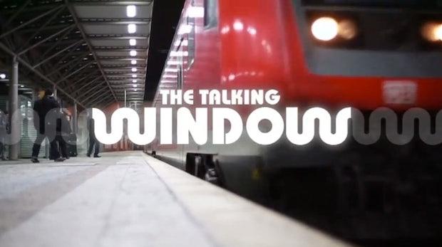 """Ist das die Zukunft? """"Sprechende"""" Bahnfenster übertragen Ads direkt in deinen Kopf"""