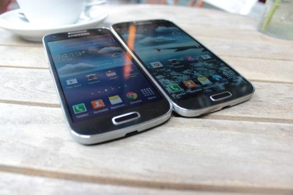 http://t3n.de/news/wp-content/uploads/2013/07/samsung-Galaxy-S4-mini-vs-samsung-galaxy-s4-6964-595x396.jpg