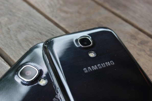 http://t3n.de/news/wp-content/uploads/2013/07/samsung-Galaxy-S4-mini-vs-samsung-galaxy-s4-6980-595x396.jpg