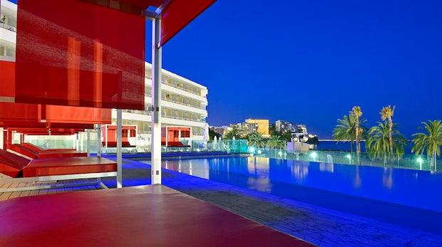 """Nachts warten viele Partys auf die Gäste. Typisch Mallorca eben. (Bild: <a href=""""http://de.melia.com/hotels/spanien/mallorca/sol-wave-house/index.html"""">Twitter-Hotel: Sol Wave House</a>)"""