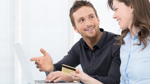 E-Commerce-News: Der Mega-E-Commerce-Guide, Weihnachtsgeschäft überwiegend online, Intershop als SaaS-Lösung