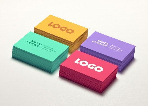 """Kostenlose PSD-Templates für deine Visitenkarten. <a href=""""http://www.pixeden.com/psd-mock-up-templates/psd-business-card-mock-up-vol-2"""">Zum Download</a>"""