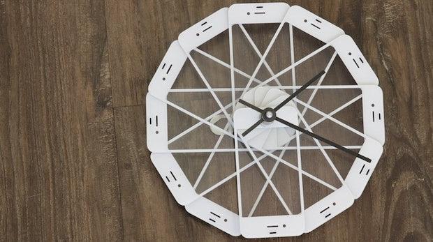 iPhone: Aus defekten Geräten werden Bilderrahmen, Uhren und Tische