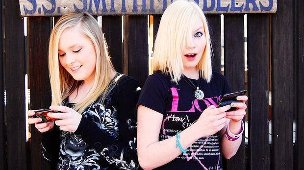 """Facebook und Teenies: """"Facebook ist wie das Klo, man muss drauf!"""""""