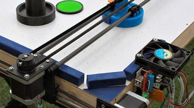 Bastler baut Air-Hockey-Roboter aus 3D-Drucker und Arduino