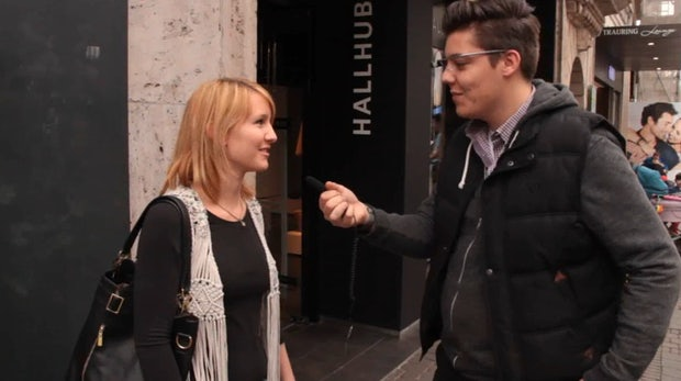 Belustigt, skeptisch, verwirrt: So reagieren deutsche Passanten auf die Google Glass