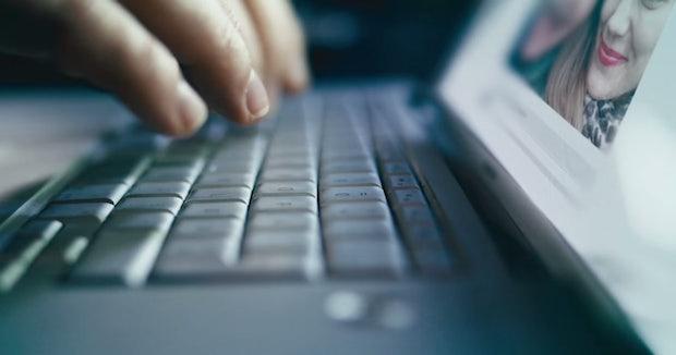 Selbstdarstellung in Sozialen Netzwerken: Macht das Netz uns zu Lügnern?