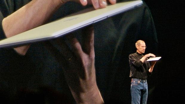 Körpersprache im Arbeitsumfeld: So tritt man während Präsentationen und Kundengesprächen auf