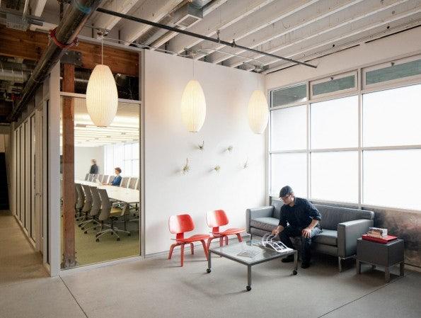 Im Eingangsbereich werden Gäste in Empfang genommen. (Bild: Atlassian)