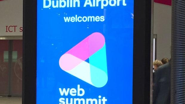 Schon am Flughafen werden die Besucher des Summit begrüßt. (Foto: t3n)