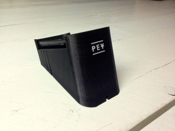 Das Terminal kommt direkt aus dem 3D-Drucker. Der zweite Prototyp wird ein Raspberry-Pi mit Touchscreen sein. Im dritten Schritt wird das Terminal in Zusammenarbeit mit dem Designstudio Dreimann komplett in Eigenregie produziert. (Foto: t3n)