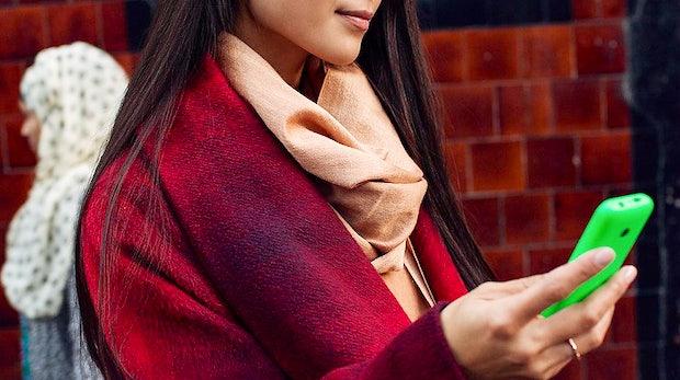 Nokia 215: Ausdauerndes Internet-Handy von Microsoft mit Dual-SIM für 39 Euro