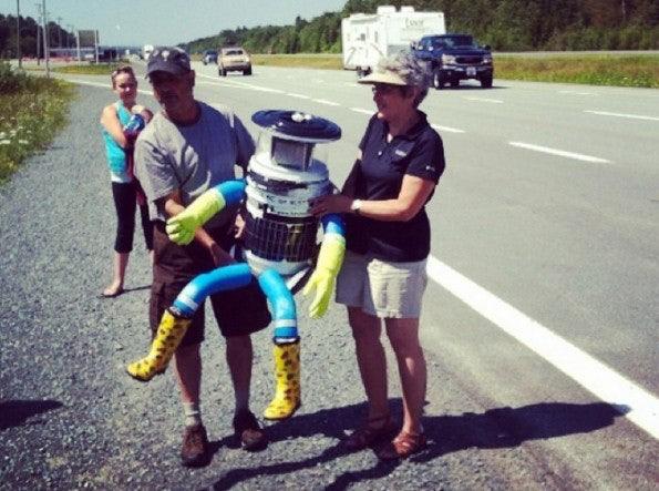 Der hitchBOT reist durch Kanada. (Bild: Instagram)