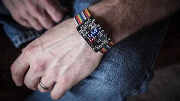 Nerd-Chic: Quelloffene Binär-Uhr statt Smartwatch